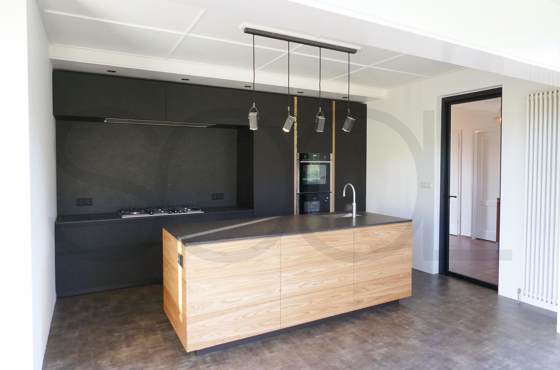 keuken iepenhout te Donkerbroek